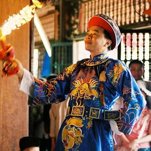 Lên đồng là một nghi thức độc đáo trong hoạt động tín ngưỡng dân gian của Việt Nam.