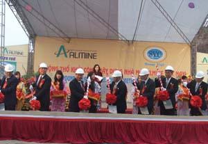 Lãnh đạo tỉnh và Công ty Almine khởi công dự án.