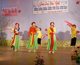 Đội văn nghệ của các xã, thị trấn, cơ quan, đơn vị đóng quân trên địa bàn huyện Cao Phong tham gia giao lưu văn nghệ mừng Đảng, mừng xuân Tân Mão.
