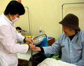 Hướng dẫn người bệnh đái tháo đường chăm sóc sức khỏe.