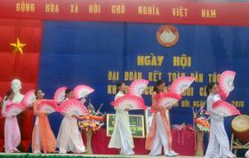 Nhân dân xóm Bôi Câu, xã Kim Bôi (Kim Bôi) múa hát vui ngày hội