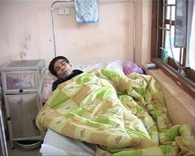 Bệnh viện huyện Lạc Thủy chăm sóc và điều trị cho bệnh nhân mắc sốt rét lâm sàng.