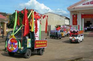 Công tác thông tin- cổ động bằng xe tuyên truyền lưu động được triển khai ở 11 huyện, thành phố trong tỉnh.