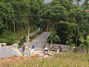Với phương châm Nhà nước và nhân dân cùng làm, xã Nam Thượng(Kim Bôi) bê tông hóa đường GTNT theo chương trình xây dựng NTM.