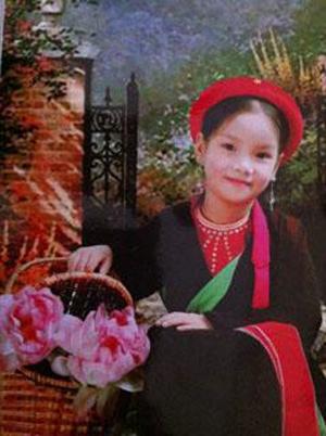 Cháu Thùy Dung đoạt giải nhì cuộc thi hát.