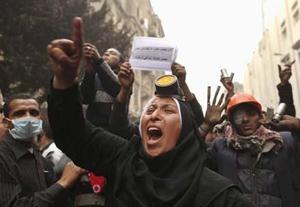 Người biểu tình Ai Cập đòi chính quyền quân sự chuyển giao quyền lực.