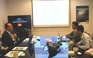 Nhóm FSpace thuyết trình và trả lời các câu hỏi từ ban giám khảo.