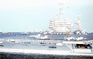 Tàu chiến Mỹ có mặt tại vùng biển Ô-man. Ảnh Roi-tơ