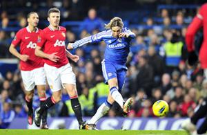 Fernando Torres tung một cú sút... không thành bàn ở trận gặp Man.United tuần trước, một trận đấu mà Chelsea dẫn 3-0 chỉ để rồi bị gỡ 3-3.
