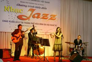 Các nghệ sỹ biểu diễn tại chương trình.