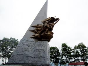 Tượng đài chiến thắng Tu Vũ - nơi mở đầu thắng lợi của chiến dịch giải phóng Hòa Bình.