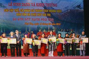 Tôn vinh những nghệ nhân và người có công bảo tồn phát huy giá trị Di sản hát Xoan.