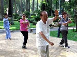 Tập thể dục dưỡng sinh làm chậm sự lão hóa.