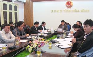 Các đại biểu tỉnh tham dự hội nghị trực tuyến.