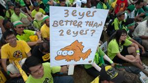 Những người biểu tình tập trung tại Kuantan, cách thủ đô Kuala Lumpur 26km về phía đông để phản đối kế hoạch xây dựng nhà máy lọc đất hiếm của Úc - Ảnh: AFP