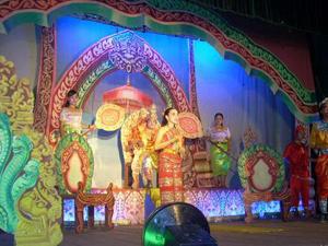 Kịch múa Rôbăm tại Hội diễn nghệ thuật quần chúng toàn quốc. Ảnh: NHẬT NAM