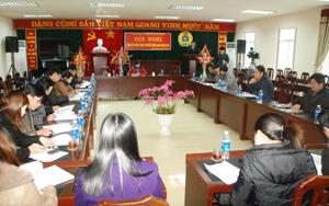 Đồng chí Phạm Thanh Thuý, Phó Chủ tich LĐLĐ tỉnh định hướng công tác tuyên truyền về hoat động công đoàn năm 2012.