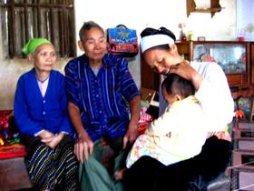 Ông Nguyễn Văn Xuyến và gia đình xum vầy trong ngày Tết.