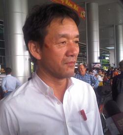 Ông Tanabe ở sân bay Tân Sơn Nhất.