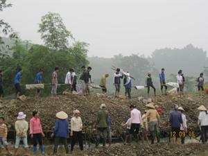 ĐV-TN  huyện Kim Bôi tham gia hoạt động tình nguyện tại xã Bắc Sơn đào đắp đất, đá, phân dòng chảy góp phần chống hạn cho diện tích cây trồng vụ chiêm - xuân.
