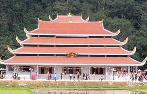 Quần thể chùa Tiên, xã Phú Lão (Lạc Thủy) mới được hoàn thiện với tổng mức đầu tư trên 22 tỷ đồng, đáp ứng nhu cầu tâm linh, tín ngưỡng của nhân dân.