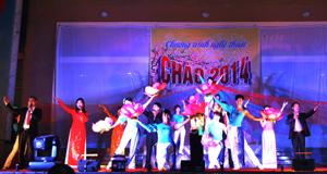 Tiết mục ca múa trong đêm nghệ thuật đón giao thừa chào xuân Giáp Ngọ 2014.