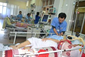 Khoa cấp cứu, Bệnh viện đa khoa tỉnh thường xuyên có 23 – 35 bệnh nhân phải nằm điều trị trong những ngày Tết.