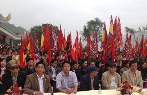 Hàng chục ngàn người dân tham dự lễ hội Chùa Tiên 2014.