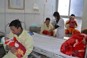 Buồng cấp cứu, khoa Nhi (Bệnh viện đa khoa tỉnh) không còn giường trống.
