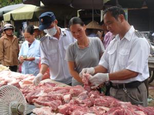 Người dân chỉ lựa chọn thịt lợn đã được kiểm dịch, có nguồn gốc rõ ràng để phòng bệnh liên cầu lợn và các bệnh dịch nguy hiểm khác.