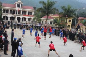 Giải bóng chuyền đầu năm 2014 được huyện Đà Bắc tổ chức đã nhận được sự tham gia đông đảo của các VĐV và nhân dân địa phương.