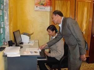 Học tập và làm theo tấm gương đạo đức Hồ Chí Minh, đội ngũ CB, CC xã Đoàn Kết (Yên Thủy) luôn tích cực tự học, tự nghiên cứu nhằm nâng cao trình độ, năng lực công tác đáp ứng yêu cầu, nhiệm vụ được giao.