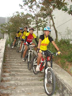Đội tuyển xe đạp địa hình trong một buổi tập trên thực địa; đây cũng là một trong những niềm hy vọng của tỉnh ta tại Đại hội TD-TT toàn quốc năm 2014./.