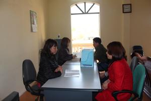 Khách hàng đến tư vấn các vấn đề về SKSS tại   Trung tâm tư vấn, dịch vụ KHHGĐ.