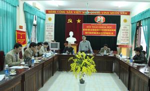 Đồng chí Đinh Văn Ổn, Tổng biên tập Báo Hòa Bình, chủ nhiệm đề tài phát biểu tại hội thảo.