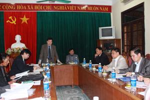 Đồng chí Nguyễn Văn Chương, Phó chủ tịch UBND tỉnh, Chủ tịch Hội đồng phát biểu chỉ đạo hội nghị.