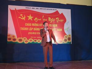 """Một tiết mục được biểu diễn tại đêm giao lưu nghệ thuật """"Mừng Đảng, mừng xuân"""" huyện Tân Lạc năm 2015."""