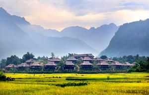 """Những bản làng người Thái của huyện Mai Châu luôn là điểm đến của các nhóm """"phượt""""."""