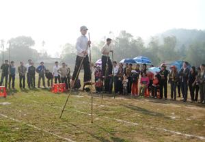 Những năm gần đây, trò chơi đi cà kheo được tổ chức thành môn thi đấu tại các lễ hội.