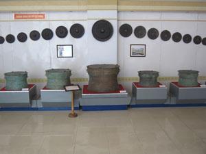 Cổ vật trưng bày tại Bảo tàng tỉnh.