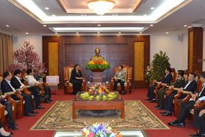 Đồng chí Tòng Thị Phóng, Ủy viên Bộ Chính trị, Phó Chủ tịch Quốc hội phát biểu tại buổi gặp mặt.
