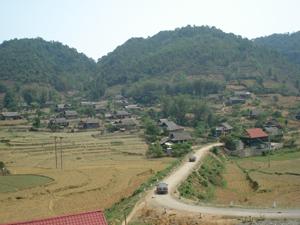 Đường lên vùng cao  Bắc Sơn (Tân Lạc).