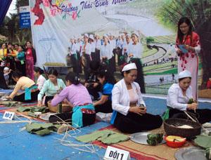 Ấn tượng, độc đáo với những hoạt động đời thường được dựng lại trong hội xuân phường Thái Bình.