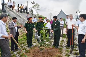 Huyện Cao Phong phát động Tết trồng cây