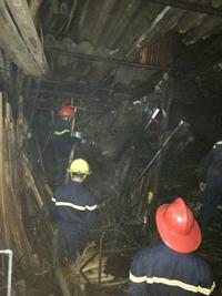 CB, CS phòng Cảnh sát Phòng cháy, chữa cháy và Cứu nạn, cứu hộ (Công an tỉnh)  chữa cháy tại hiện trường.