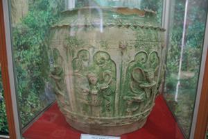 Cổ vật thạp gốm 2 ngăn là độc bản ở Việt Nam, hiện nay chưa tìm thấy chiếc thứ 2.