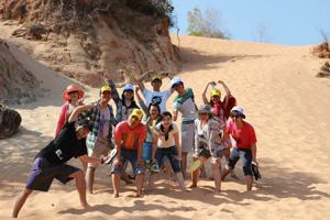 Nhóm bạn trẻ thành phố Hòa Bình trên hành trình trải nghiệm miền Trung đầy nắng, gió.