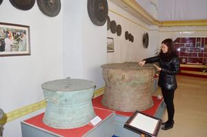 Những chiếc trống đồng được sưu tập và trưng bày tại Bảo tàng tỉnh   là những hiện vật vô giá trong các giai đoạn phát triển của nền văn hóa Hòa Bình.