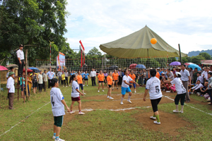 Phong trào bóng chuyền hơi phát triển sâu rộng ở xã Phong Phú (Tân Lạc).