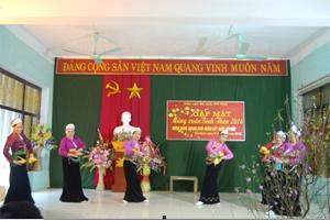 Các thành viên CLB Hưu trí tỉnh múa hát vui xuân.